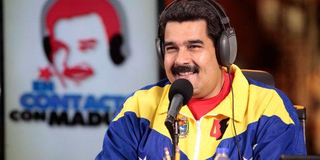 Le président vénézuélien Nicolas Maduro présente son émission de