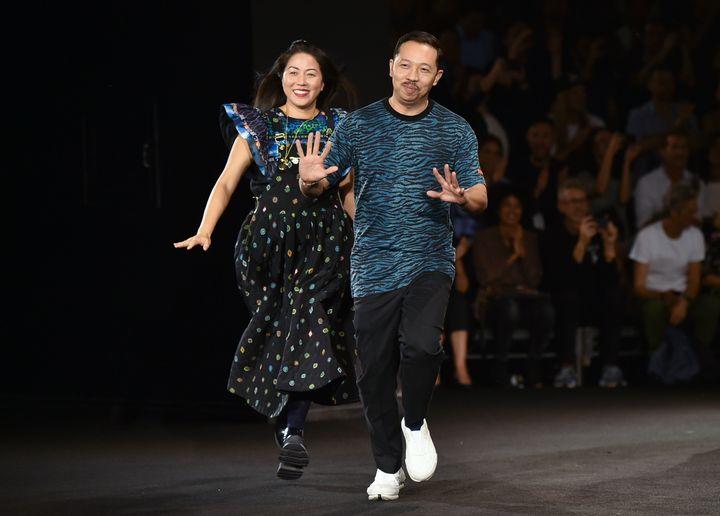 Humberto Leon et Carol Lim les directeurs artistiques de la maison Kenzo pour la présentation de la collection Kenzo x H&M le 19 octobre 2016 à New York.