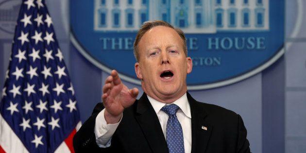 Sean Spicer, porte-parole de Donald Trump, à peine au pouvoir, déjà aux