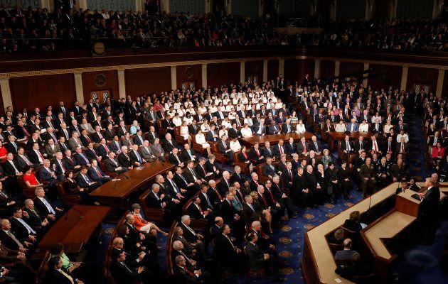 Pendant le discours de Donald Trump devant le Congrès, les élues démocrates ont fait passer un message...