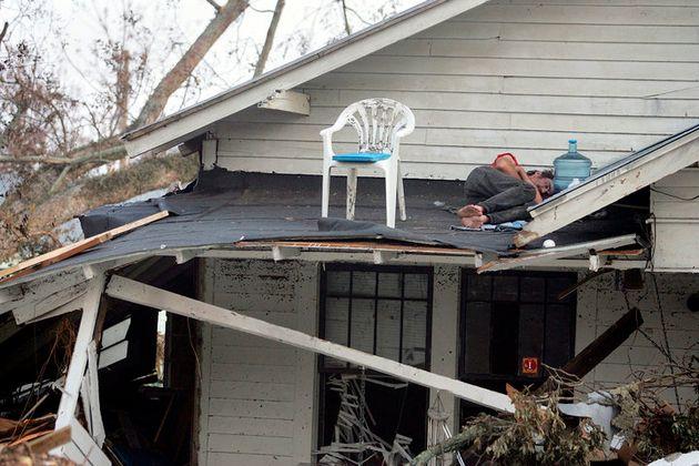 1er septembre 2005 à Biloxi, dans le Mississippi: cet homme, dont l'ouragan Katrina a détruit la maison,...