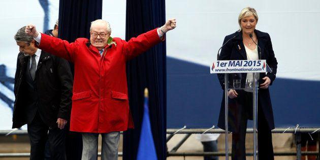 Jean-Marie Le Pen promet de s'inviter au congrès de 2018 du Front national. De quoi embarrasser sa fille...