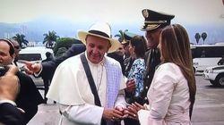Le pape François, en poncho et sombrero, encourage le processus de paix