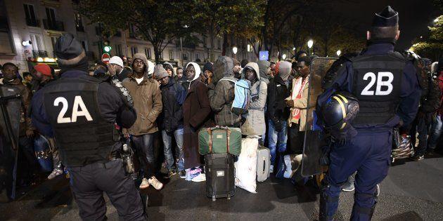 Début de l'évacuation d'un campement de plus de 3000 migrants à