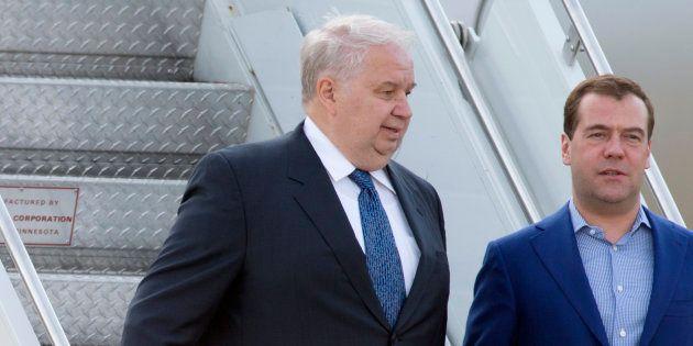 Sergueï Kisliak et Dmitri Medvedev arrivent à l'aéroport de Dulles aux États-Unis en mai