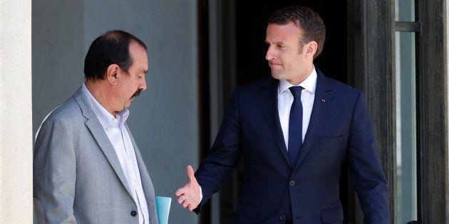Emmanuel Macron, ici avec le secrétaire général de la CGT, doit éviter un scénario