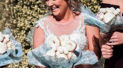 Pour son mariage, elle a choisi de porter un bouquet... de