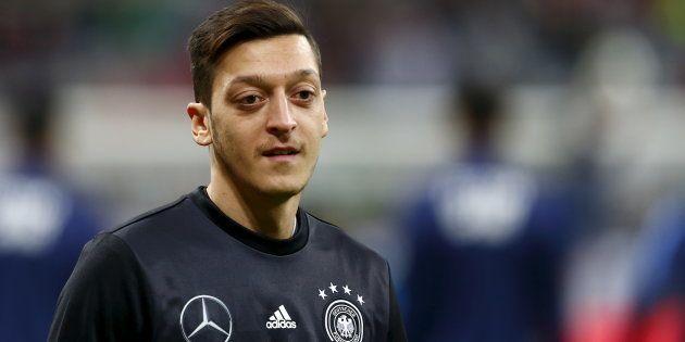 Mesut Özil révèle prier en turc pendant l'hymne national allemand avant les matchs