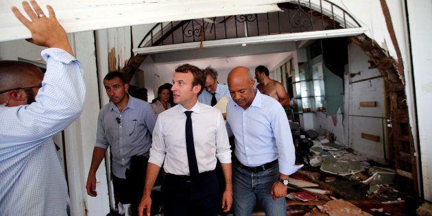 À Saint-Martin, Macron dort sur un lit de camp à la