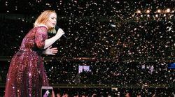 L'air de rien, Adele annonce pendant un concert qu'elle est