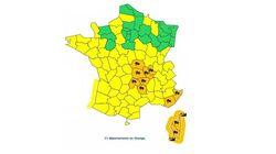 La tempête Zeus fait 2 morts à cause de chutes d'arbres, 11 départements toujours en alerte