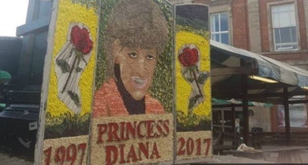 Cette œuvre rendant hommage à la princesse Diana est complètement