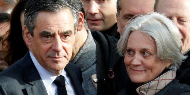 Se maintenir ou se retirer, François Fillonest face à une responsabilité historique. REUTERS/Philippe