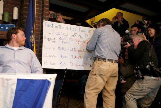 Les votes sont inscrits sur un tableau à Dixville Notch, le 8 novembre