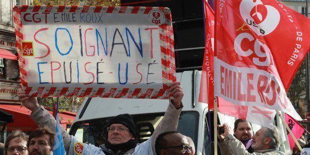 Des infirmiers manifestant à Paris le 8 novembre