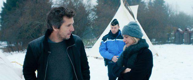 Dès le début du film, Marie laisse un message sur le répondeur de Julien pour lui dire que leur fils...