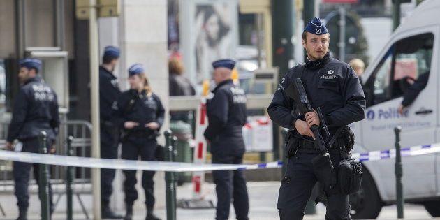 Un policier à Bruxelles, en avril (photo