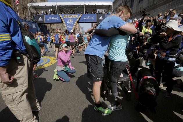 Patrick et Jessica Downes à la fin du marathon de Boston en