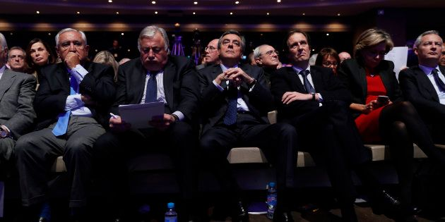 François Fillon entouré des cadres du parti Les Républicains en janvier