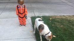 Cet enfant en costume d'astronaute vaut le