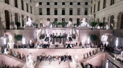 Les images du premier défilé de mode à l'intérieur du Louvre, signé