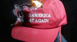 Pourquoi ces partisans de Trump brûlent leurs casquettes