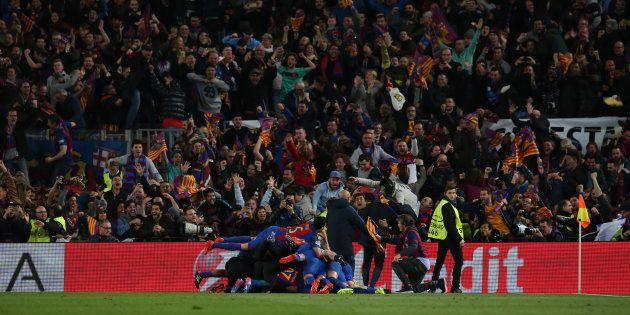 La joie des joueurs du Barça après leur sixième but face au PSG le 8 mars