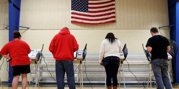 Des électeurs votent à Elyria, dans l'Ohio, le 8 novembre