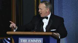Les Emmys s'ouvrent avec une apparition surprise de l'ancien porte-parole de la Maison