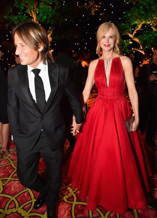 Emmy Awards 2017: Nicole Kidman embrasse Alexander Skarsgård sur la