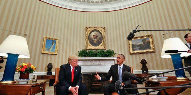Le Président Barack Obama rencontre le Président nouvellement élu Donald Trump dans le Bureau ovale de...