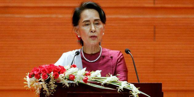 Aung San Suu Kyi s'adresse à la Birmanie, le 19
