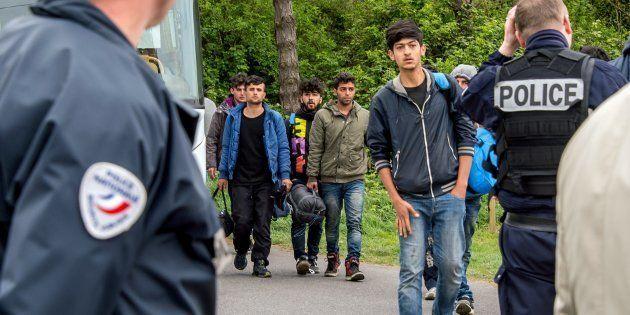Le campement de migrants à Grande-Synthe en cours d'évacuation. (Image