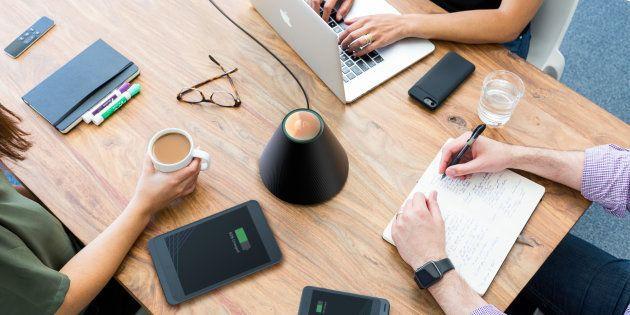 Ce petit cône charge tous les smartphones autour de lui, sans
