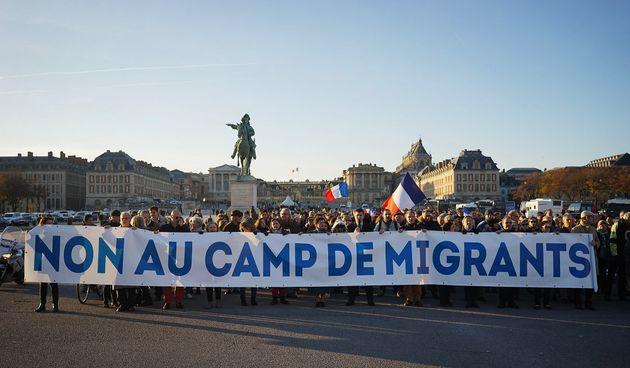 Les conseils des anti-migrants de Versailles à ceux qui veulent fuir la dictature et la