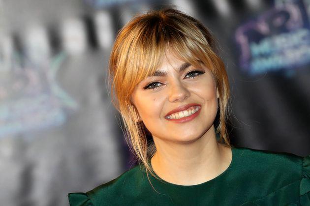 Le sourire de Louane a illuminé le tapis rouge des NRJ Music Awards