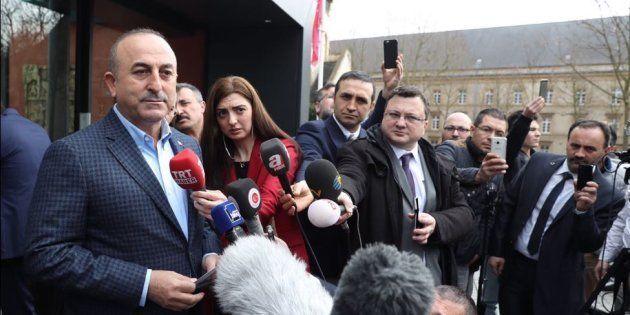 Le ministre turc des Affaires étrangères en meeting à Metz après avoir été refoulé des Pays-Bas, Erdogan...