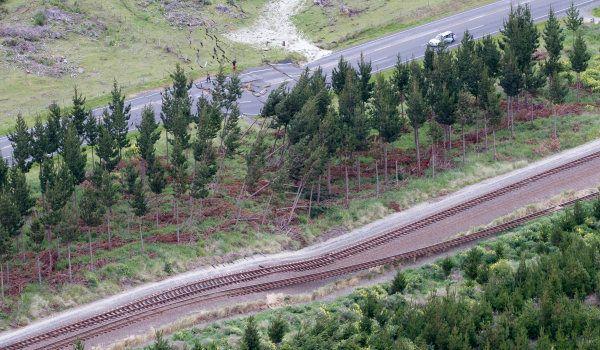 Des rails de chemin de fer endommagés à Kaikoura, en Nouvelle-Zélande, le 14