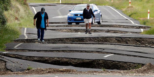 Des habitants de Ward, au sud de Blenheim, sur l'Île du Sud de la Nouvelle-Zélande, le 14 novembre