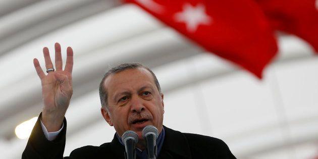 La réforme de la constitution turque, épicentre de la crise diplomatique entre la Turquie et les