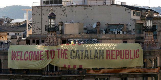À l'approche du référendum en Catalogne, des millions de bulletins de vote saisis et des manifestants...