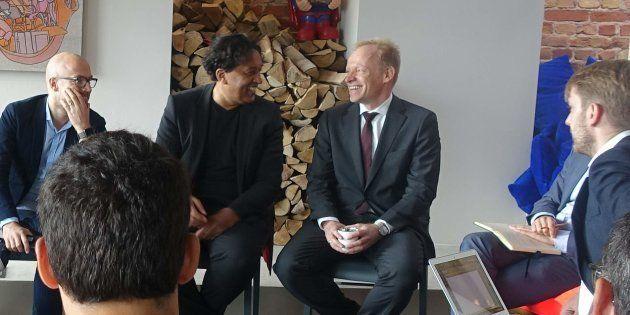 Clemens Fuest (avec la cravate) interviwé par les rédacteurs en chef des HuffPost européens réunis à...