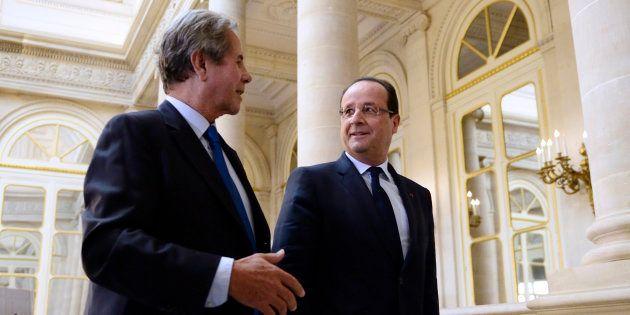 Jean-Louis Debré, ici en 2013 avec François Hollande, a révélé qu'il a voté pour le candidat de gauche...