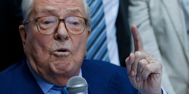 Jean-Marie Le Pen en conférence de presse à Marseille en