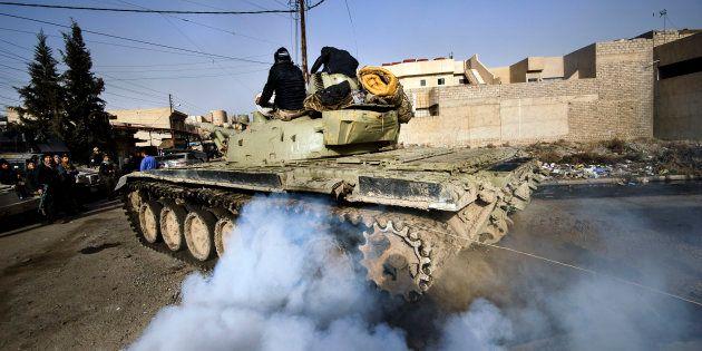 Comment expliquer que la bataille de Mossoul s'éternise alors que Daech ne cesse de