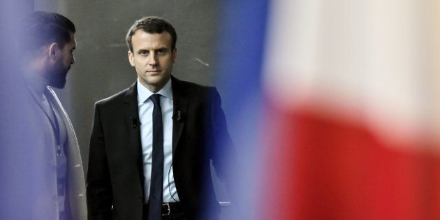 Ni droite, ni gauche, le candidat Emmanuel Macron cible le Front