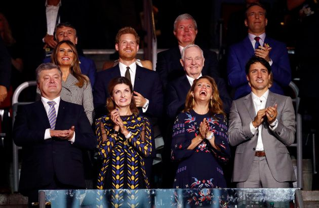 Le président ukrainien Petro Porochenko accompagné de sa femme, le Premier ministre canadien Justin Trudeau,...
