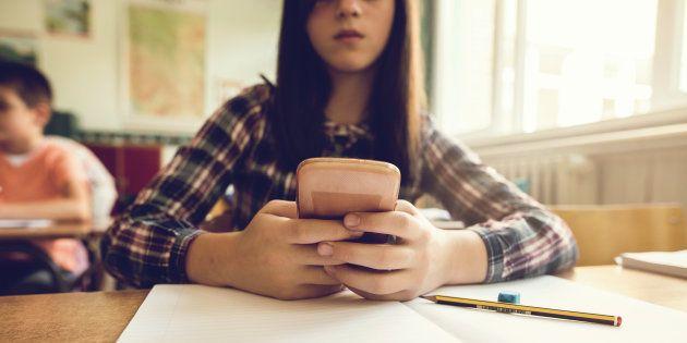 Plutôt que d'interdire les smartphones au collège, pourquoi ne pas éduquer à l'outil