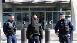 Un courrier piégé explose au siège du FMI à Paris, une femme blessée, Hollande évoque