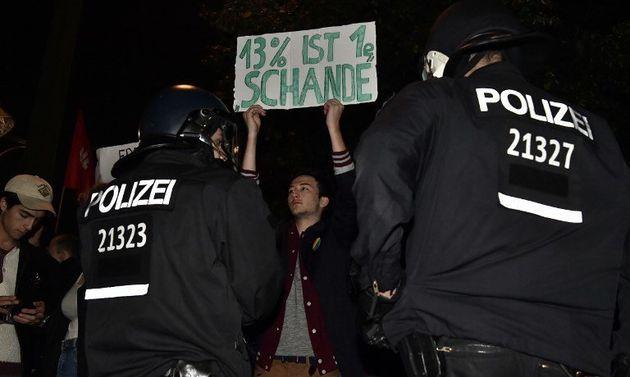 Élections en Allemagne: des centaines de citoyens défilent contre l'AfD et appellent à mettre les